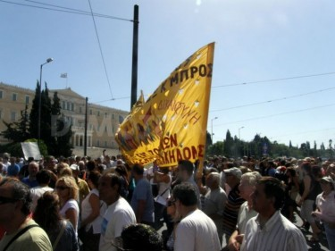 Workers rallying at syntagma square, in front of parliament, photo by Asteris Masouras